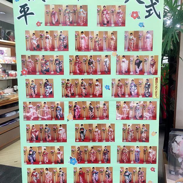 8日の成人式で着付けをさせて頂いた方達の写真を店頭に飾りました!皆さん可愛い*✧₊✪͡◡ू✪͡