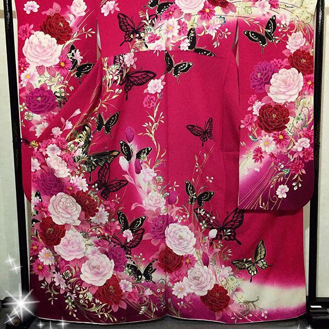 #まつき苑 #天文館#振袖#ラズベリーピンク#蝶々#かっこよくてちょい可愛い#帯とか小物で雰囲気ガラリと変えられるタイプ
